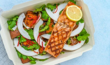 Dietní krabička v praxi plná zdravého jídla.