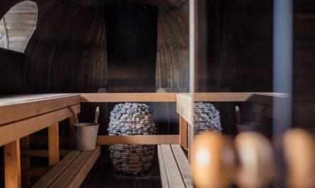 Kompletně zařízení sauna připravená k prvnímu použití.